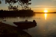 <h5>Kesäinen ilta saaressa</h5><p>Aurinko on painuu horisontin taakse. Kuva on otettu saaresta. Tunnus: img_3376</p>