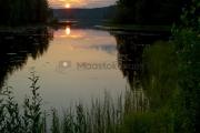 <h5>Järvi ja auringonlasku</h5><p>Aurinkolaskee Keski-Suomessa järven horisonttiin. Tunnus: img_3862</p>