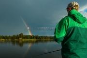 <h5>Sateenkaari ja kalastaja</h5><p>Sanotaan, että sateen jälkeen kala nappaa hanakasti. Tunnus: img_9061</p>