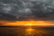 <h5>Auringonlasku</h5><p>Ukkonen alkaa väistymään ja aurinko alkaa painumaan horisonttiin. Tunnus: img_2637</p>