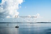 <h5>Tyyni Saaristomeri</h5><p>Lämmin kesäpäivä Saaristomerellä. Tunnus: img_4082</p>