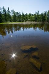 <h5>Kesäinen järvimaisema</h5><p>Kesäkuun ensimmäisiä lämpimiä päiviä Keski-Suomalaisen järven rannalla. Tunnus: img_2472</p>