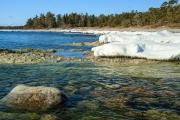 <h5>Kevät ja meri</h5><p>Merenrannan viimeisetkin jäärippeet sulavat keväisen auringonpaisteen toimesta. Tunnus: imh_8273</p>