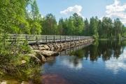 <h5>Kivisilta</h5><p>Vanha kivestä ja puusta tehty silta halkoo jokea Pohjois-Karjalassa. Tunnus: img_9433</p>