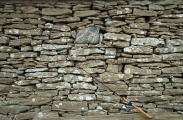<h5>Liuskekivi</h5><p>Gotlannissa oli tehty venevaja rannoilta kerätyistä liuskekivistä. Tunnus: img_8225</p>