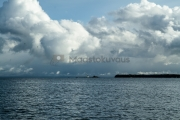 <h5>Meri myrskyää</h5><p>Ukkosmyrskyn pilvet lähestyvät. Tunnus: img_7052</p>