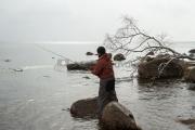 <h5>Mies kalastaa</h5><p>Kalastusta Lauttasaaressa. Tunnus: img_1014</p>