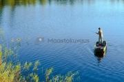 <h5>Mies kalastaa järvellä</h5><p>Mies kalastaa keskellä kesää ruovikon vieressä. Tunnus: img_0796</p>