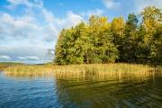 <h5>Ruska saaristossa</h5><p>Suomen lounainen saaristo on monin paikoin lehtipuiden valtaamaa aluetta. Ruska on parhaimmillaan saaristossa lokakuussa. Tunnus: img_5685</p>