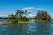 <h5>Saariston saaret</h5><p>Kaksi pientä saarta Inkoon saaristossa. Tunnus: img_2966</p>