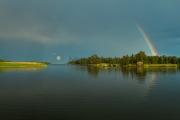 <h5>Sateenkaari</h5><p>Voimakas saderintama on väistynyt ja aurinko maalaa sateenkaaren. Tunnus: img_9058</p>
