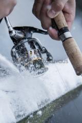 <h5>Talviralli!</h5><p>Lumi tuiskuaa, kun kalamies veivaa vimmatusti virveliään keskellä talvea! Tunnus: img_7477</p>