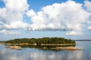 <h5>Turunsaaristossa</h5><p>Kaunis saari eräänä elokuun lämpimänä päivänä lähellä Turkua. Tunnus: img_4140</p>