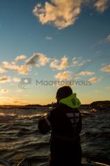<h5>Tyrskykalastaja</h5><p>Tuulinen ja aurinkoinen päivä merellä Porvoon edustalla. Tunnus: img_4724</p>