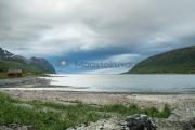 <h5>Vuori ja vuono</h5><p>Jylhät vuoret nousevat vuonojen reunalla Norjassa. Tunnus: img_4628</p>